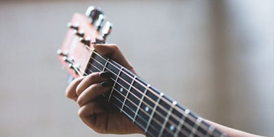 Can an acoustic guitar be strung left handed?