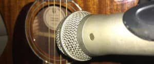 Microphone for recording acoustic guitar